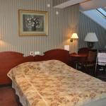 Есть размещены шесть комнат для проживания в гостинице и один номер для посещения гостей в отделе гостиницы , а также номер акушерок и небольшая кухня. Отдел отелья в основном используется свежий матерей после родов, но также используют другие пациенты и гости.