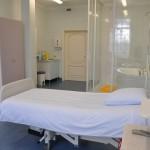 Клиник Elite имеет 2 родильный комнаты - розовая и голубая. Комнаты расположены в операционном отделе на 2-й этаж. После родов мать и ребенок обычно перевозятся (на лифте) на 3-й этаж - отдел гостиницы, где они остаются под 24h ухода одного из наших квалифицированных акушерок